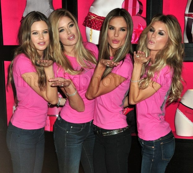 11_19_2009_Victorias_Secret_Angels_Shopping_Event_2.jpg