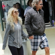 Britney And Jason Hold Hands_2_14_12_06